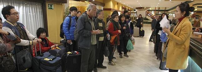 grupo turistas hall hotel