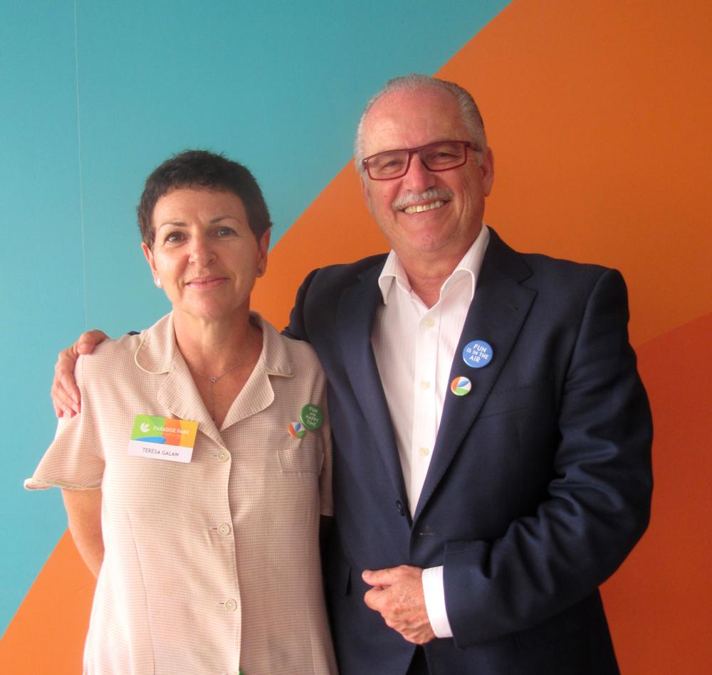 Bruno Corres, director general del Hotel Paradise Park y Teresa Galán, camarera de pisos del establecimiento hotelero del sur de Tenerife