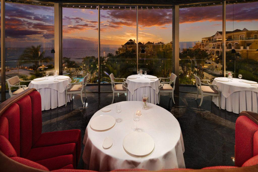 Restaurante-La-Cupula-al-anochecer
