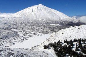 La-cima-del-Teide-nevada