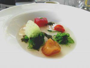 Ensalada de marisco y wakame en el restaurante Las Rocas del hotel Jardín Tropical